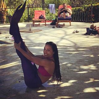 Mermaid yoga! #yogawithelda #yogaeverydamnday #mermaid #ariel #mermaidlife #yogateacher #yogaposes #costarica 🇨🇷 🧜♀️