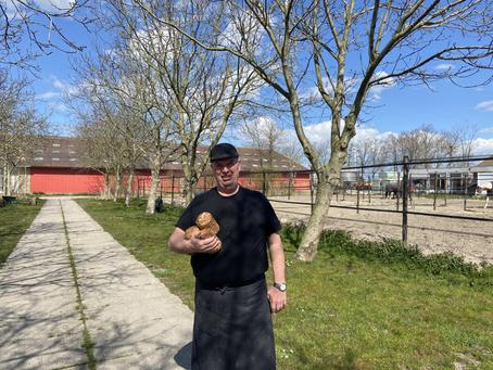 Lokaal verhaal | Bakkerij 'Het Zonnelied' in Zeewolde onderleiding van Bakker Martin