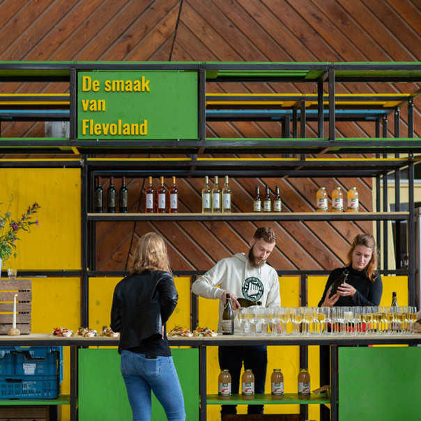 Het verzorgen van catering op lokale events met de Smaak van Flevoland Food Stand.