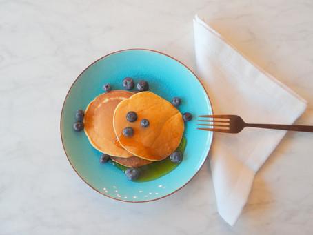 Yoghurt pannenkoekjes met blauwe bessen van Hanneke de Jonge, Culinea