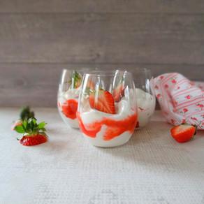 Aardbeien Eton Mess met hangop van Hanneke de Jonge, Culinea