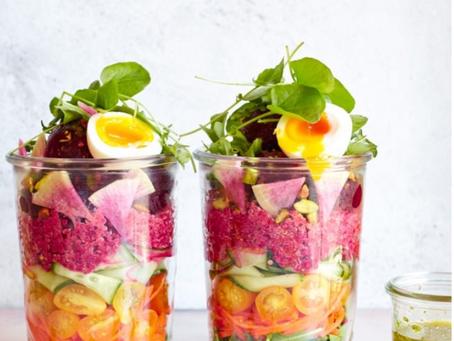 Roze quinoa salade met rode bieten van Love Beets