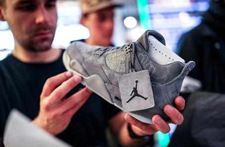 Nike shares pop on earnings beat as US sales slump reverses