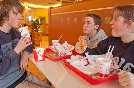 Teens would rather eat out than buy more clothes: Study