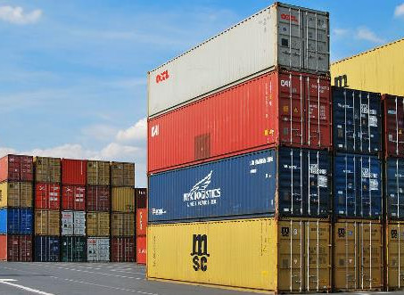 US imports reach new high as retailers rush to beat tariffs
