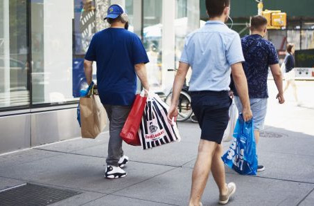 Men will be the big spenders this holiday season