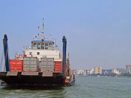 US imposes 25% tariff on Chinese imports; Beijing hits back