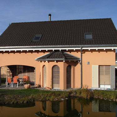 Haus mit Teich
