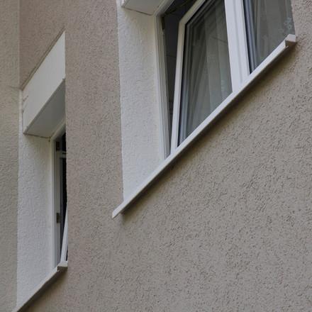 Helle Fensterleibungen