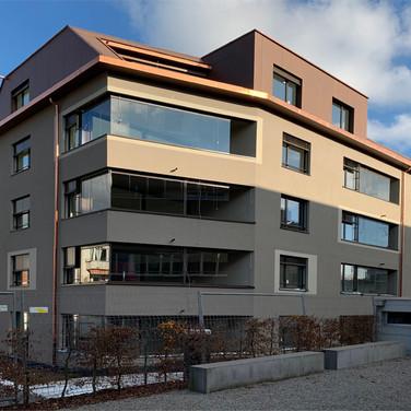 Modernes Mehrfamilihaus in Zürich