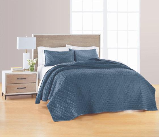 Valvet Blue Reversible Quilt Set