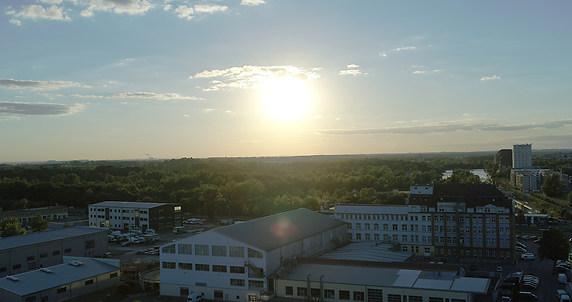 Sonnenuntergang-Stadt-mit-Drohne-Inspire