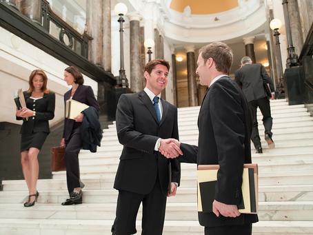 Razones por las que es vital utilizar un abogado de inmigración