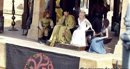Foto exclusiva da 5ª temporada!! Khaleesi e Tyrion