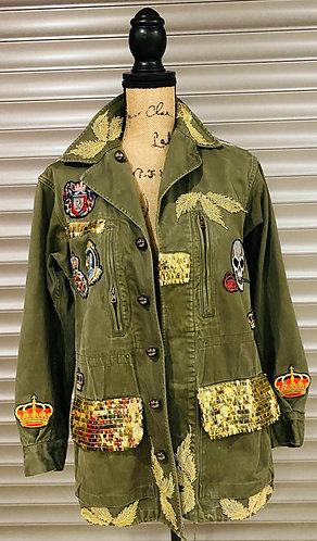 veste militairevintagecustomisée Army urbanavec une grande et ravissante tête de mort réalisée en strass dans son dos