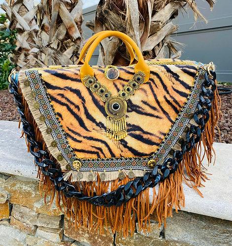 Sac à main personnalisé femme Coachella, sac à main customisé sur un sac en osier naturel