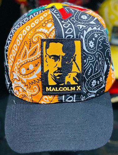 Vue de devant de la Casquette Malcom X avec les symboles décoration