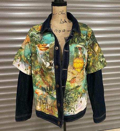 Veste en jeans jungle pour femme customisé avec une chemise jungle au dessus de la veste en jeans