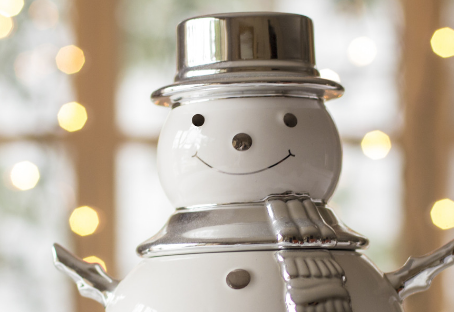 Adding Holiday Cheer and Cozy Touches to your Apartment