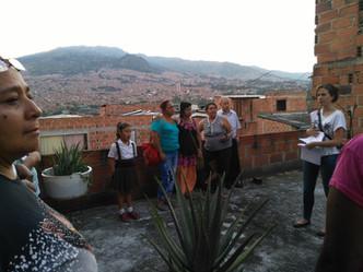 Analizando terraza para diseñar y producir alimentos