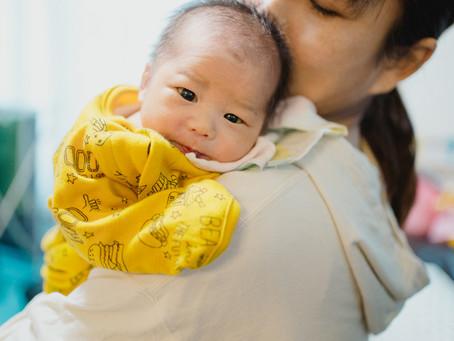 僕たちの弟が産まれました - 出産後の家族ドキュメンタリーフォト