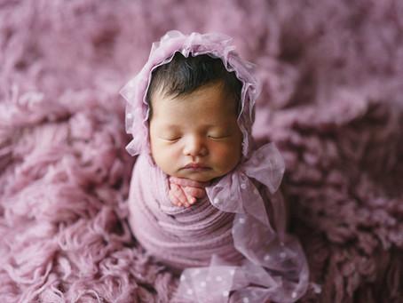 産まれたての小さな赤ちゃん