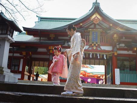 秋晴れの日枝神社で七五三