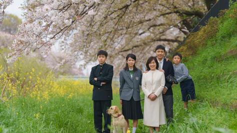 桜満開での家族写真
