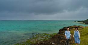 沖縄で、結婚式前のエンゲージメントフォト