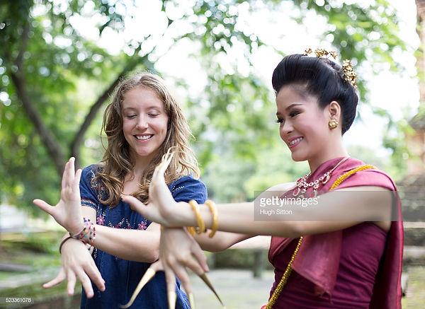 thai dancing.jpg