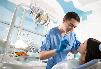 التبييض عند طبيب الأسنان