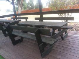 שולחן עץ לגינה