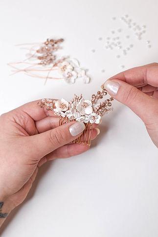 Handgemachter Haarschmuck für die Braut