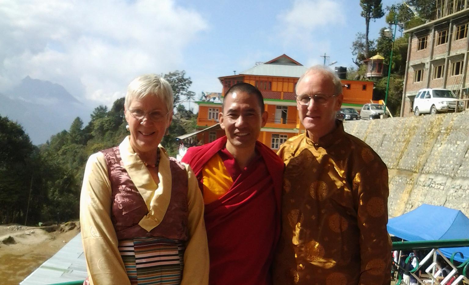 L Mama Di. Lama Thupten Phuntsok and   F