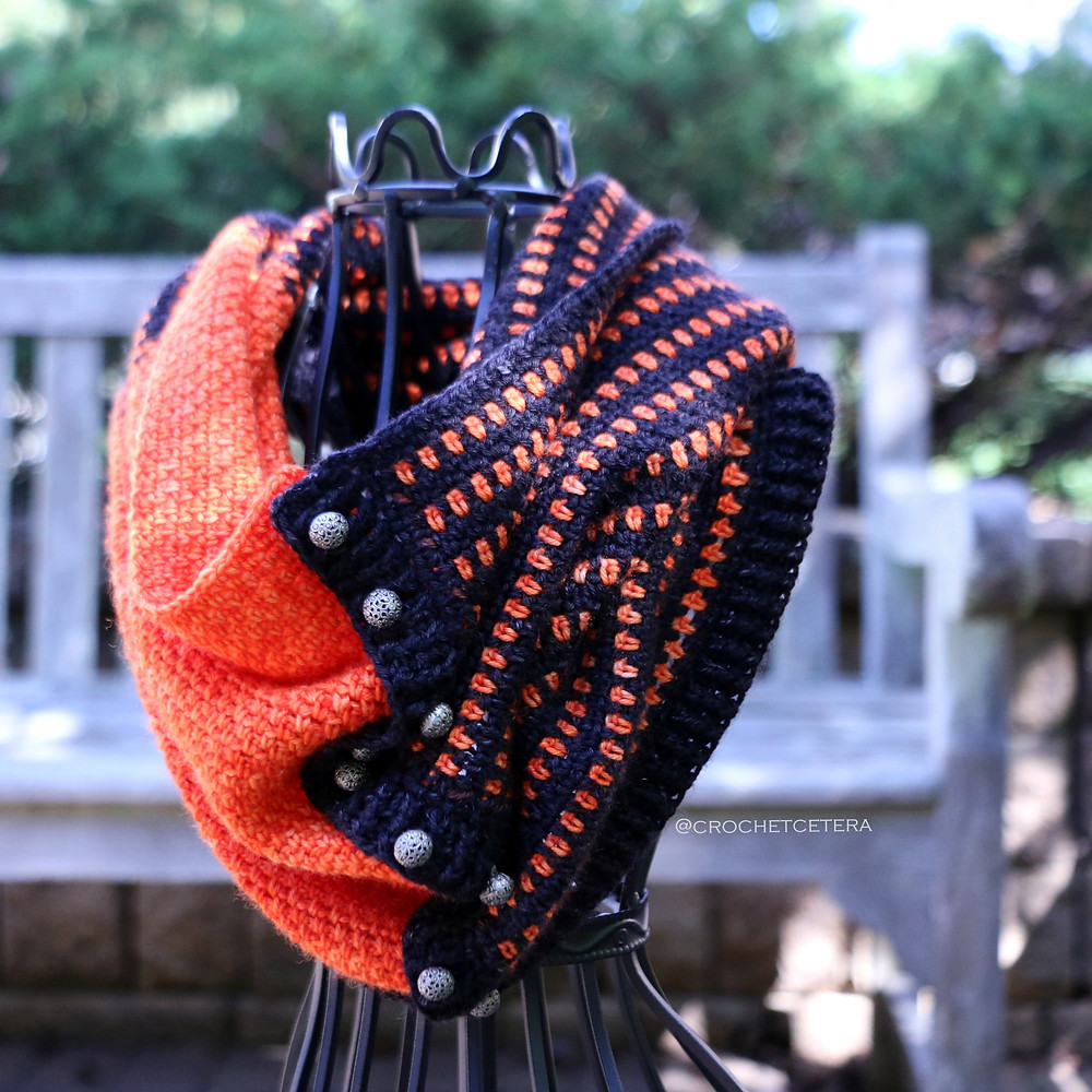 Extreme Color Pooling Halloween Cowl with Merlin in Tarn Wathelene by Karen Robinson of Round Table Yarns