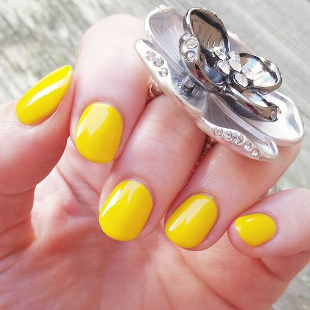 Chick Me Out Yellow Nails