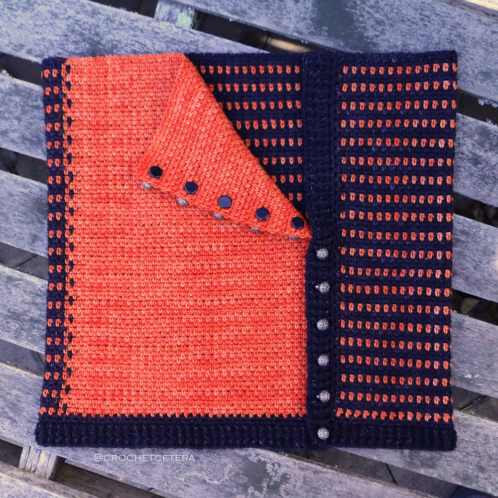 Toggle Buttons on Extreme Color Pooling Halloween Cowl with Tarn Wathelene from Round Table Yarns