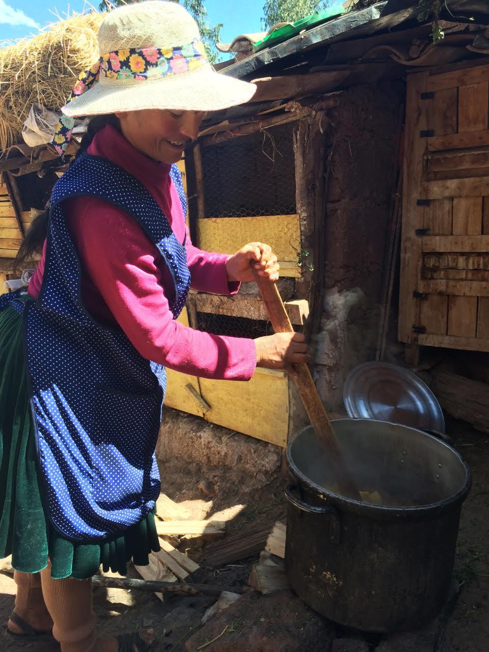 Artisan Angela Milo Huallpa, one of the four sisters, working on Pichinku samples (image courtesy of Dana Blair)