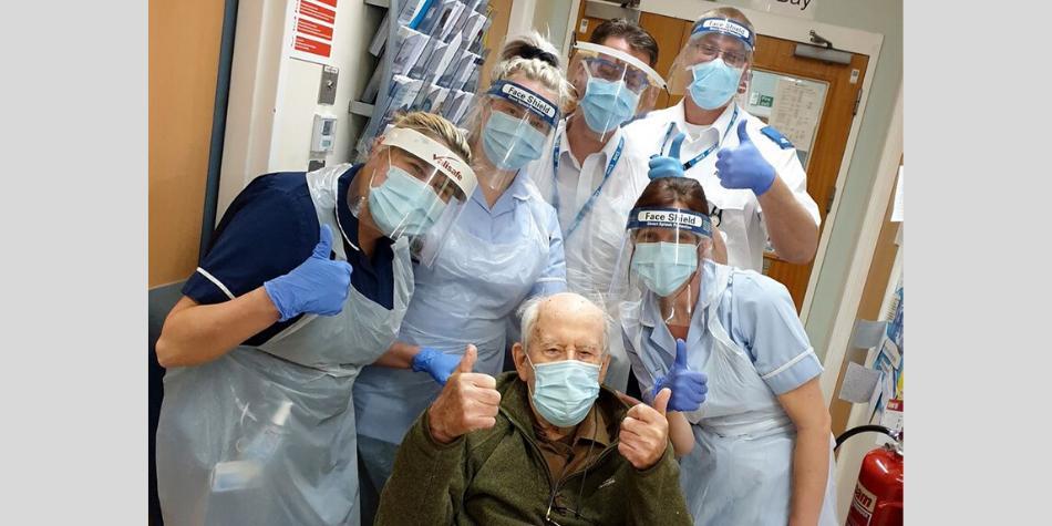 eith Watsonde 101 años se recuperó de la covid-19 tras dos semanas en el hospital.  Foto: Facebook: Worcestershire Acute Hospitals NHS Trust