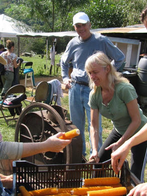 PiP workshop shelling popcorn.jpg