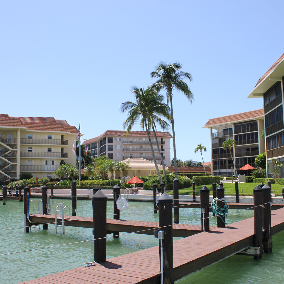 Commadore Club Naples FL