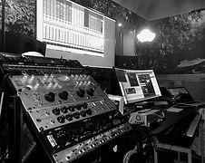 studio%20Erick%20Benzi_edited.jpg