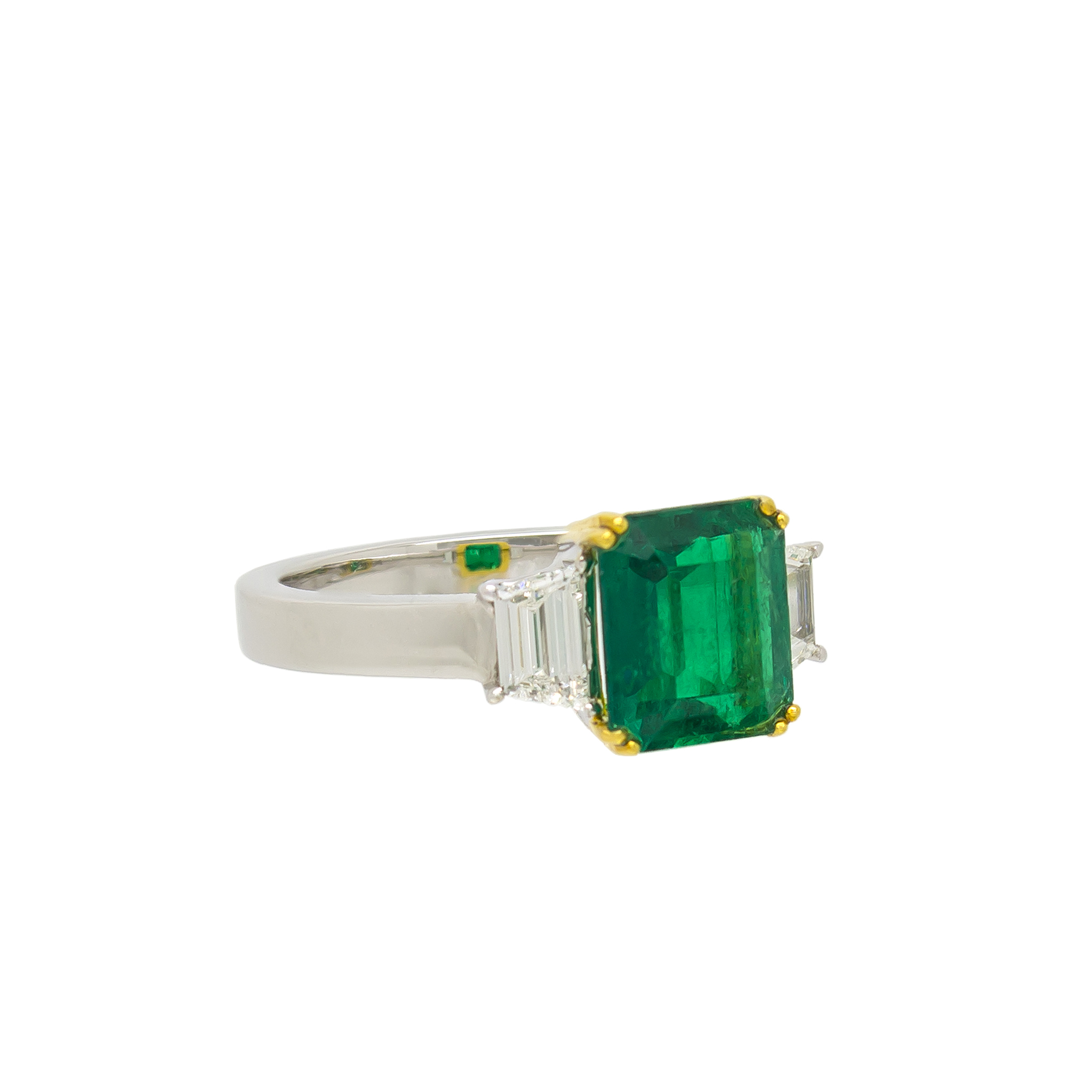 Noxy emerald ring c white