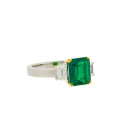 Noxy emerald ring c white