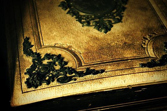 old-book-2297946_1920.jpg