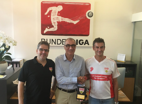 1. VfB Stuttgart Fanclub Asia thanking DFL Sports Enterprises Singapore Branch