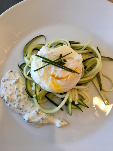 Salade courgettes oeuf poché.jpg