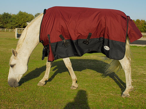 Rhinegold Capri 100g Turnout Rug - www.nelsonsequestrian.co.uk