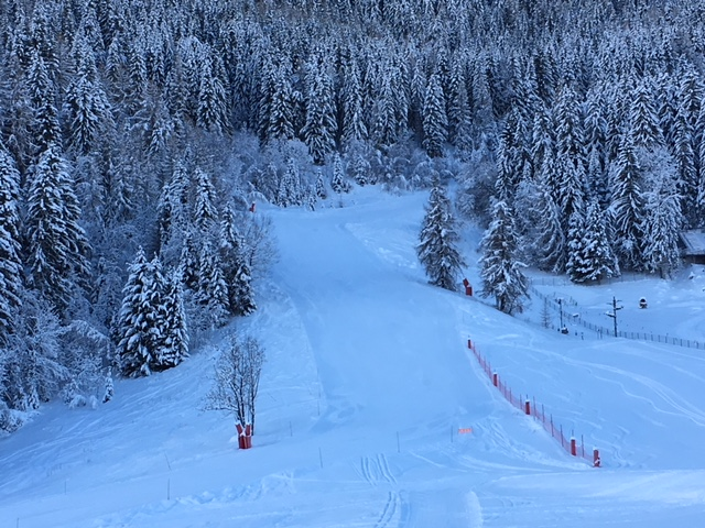 One of the slopes down into Le Praz