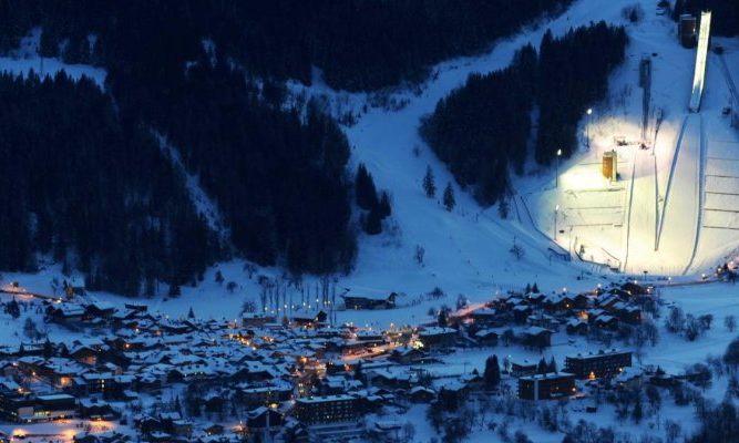 Le Praz at night